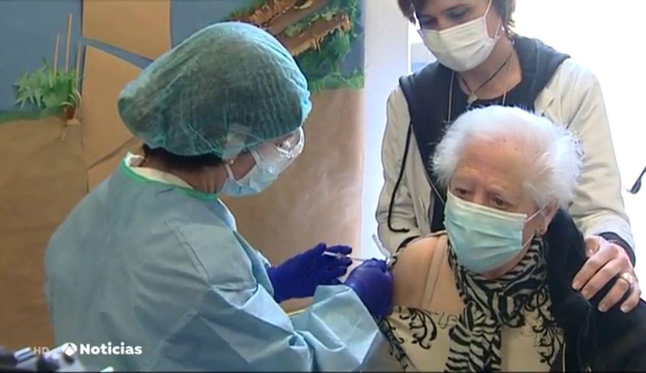 Aumenta el número de personas que afirman que se vacunarán del coronavirus, según el CIS