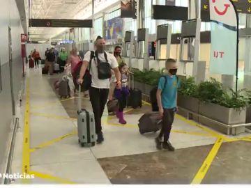 Los touroperadores alemanes ven posible los viajes a Canarias en Semana Santa