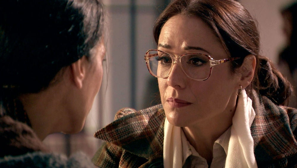 """Cristina descubre algo alarmante en la cabeza de Manolita: """"Tienes un bulto"""""""