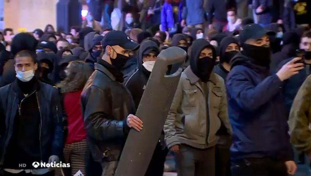 Así son los manifestantes detrás de los disturbios por Pablo Hasèl: grupos organizados, muy jóvenes y radicales