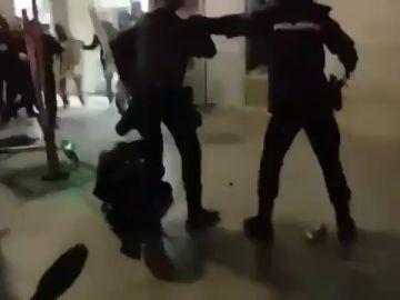 La mujer policía de la unidad que intervino en la manifestación de Madrid es la que recibió más golpes