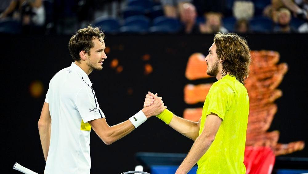 Daniil Medvedev arrolla a Stefanos Tsitsipas y se cita con Djokovic en la final del Open de Australia