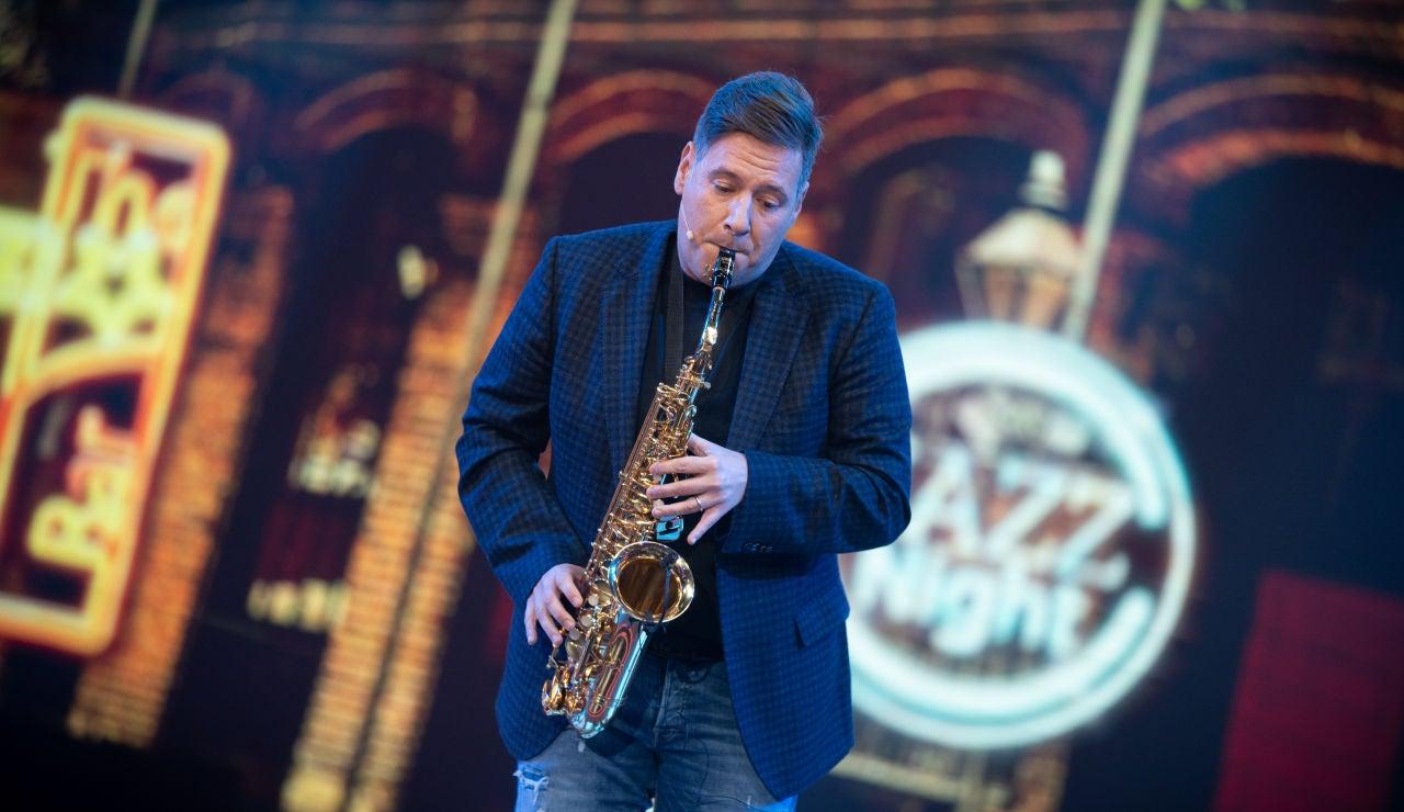 Carlos Latre se convierte en músico callejero