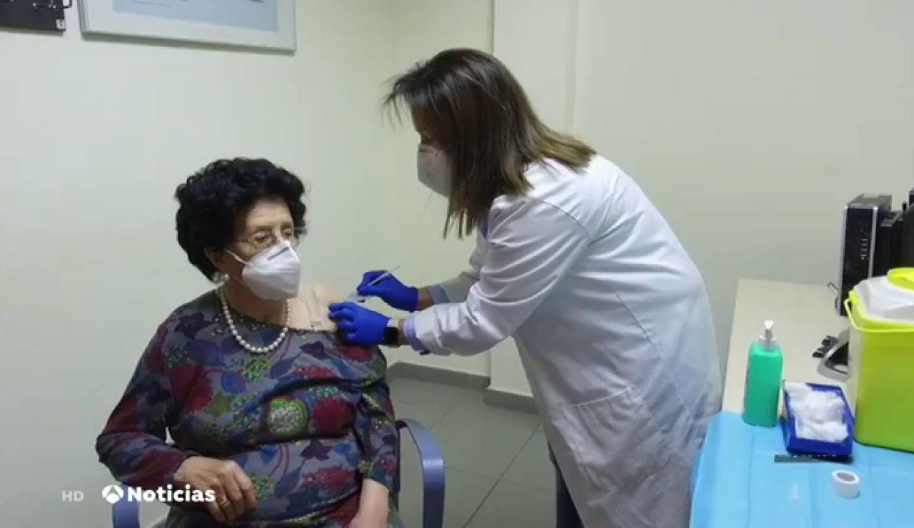 Comienza la vacunación masiva en España