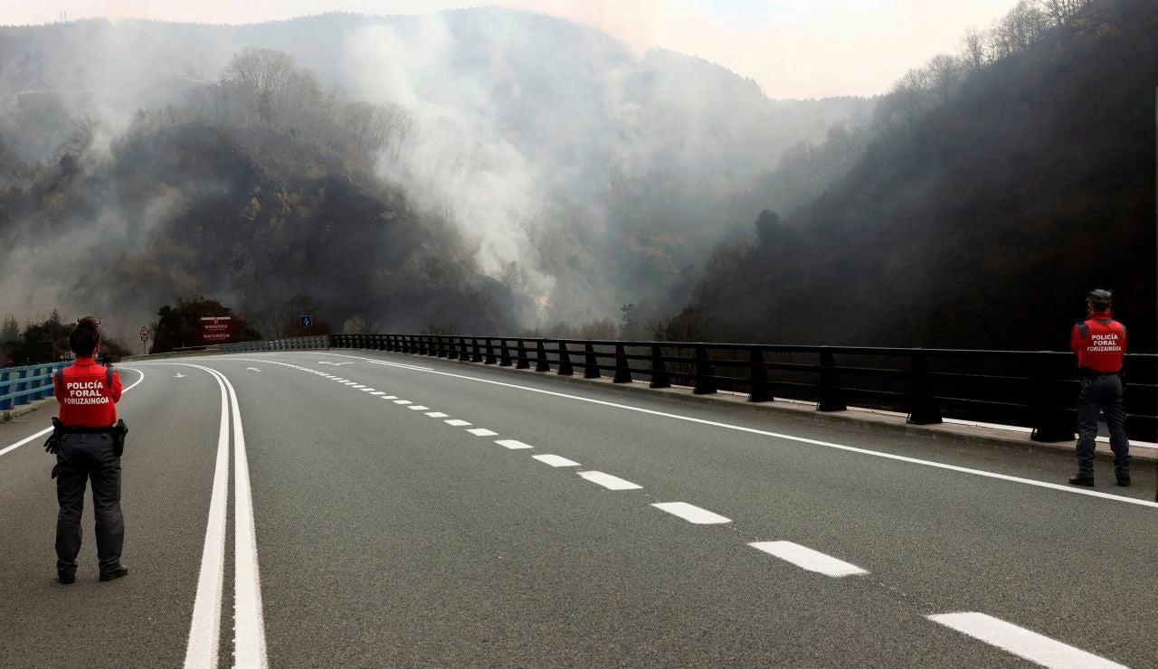 Dan por estabilizado el incendio que afecta desde este sábado a la frontera entre Navarra y Guipúzcoa