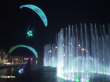 El espectacular vuelo de Horacio Llorens, seis veces campeón del mundo de parapente, sobre la ciudad de Dubái