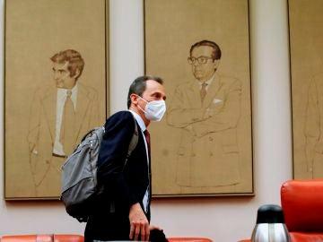 El ministro de Ciencia e Innovación, Pedro Duque, antes de comparecer este jueves en la Comisión de Ciencia, Innovación y Universidades del Congreso para informar del plan de recuperación y del pacto por la ciencia.