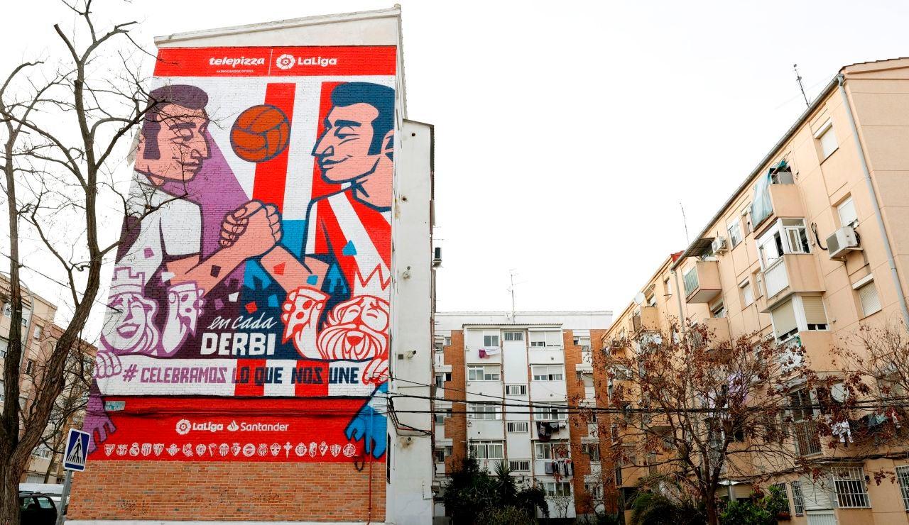 Mural sobre el derbi entre Atlético y Real Madrid