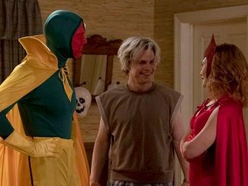 Paul Bettany, Evan Peters y Elizabeth Olsen en 'WandaVision'