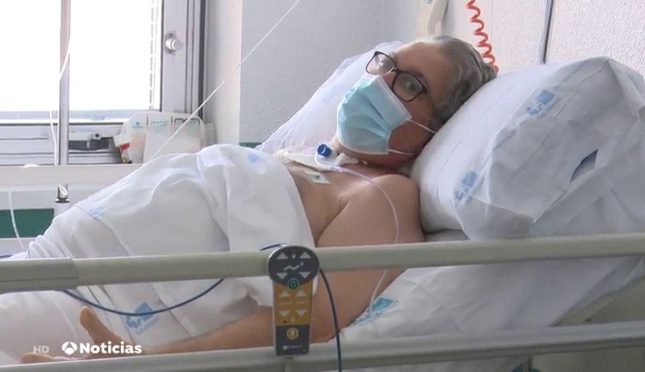 El emocionante momento en el que sale de la UCI un paciente de coronavirus tras 55 días ingresado
