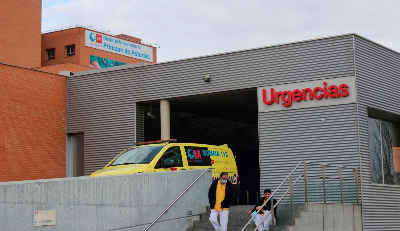 La Policía Nacional ha detenido este sábado a un conductor de ambulancia por asesinar supuestamente a un enfermero en las Urgencias del hospital Príncipe de Asturias de Alcalá de Henares (Madrid)