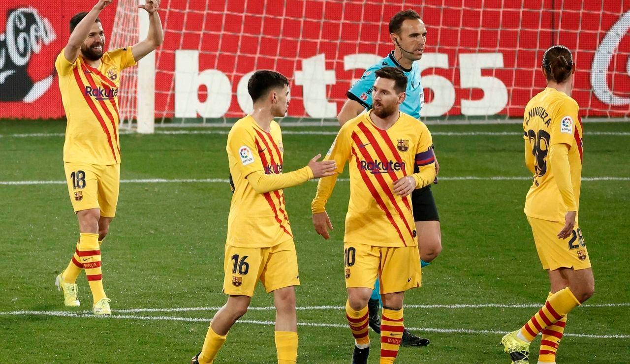 El Barcelona celebra el gol de Jordi Alba ante Osasuna