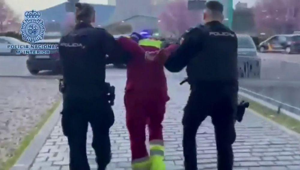 Traslado del conductor de ambulancia detenido por supuestamente degollar a un enfermero en Alcalá de Henares