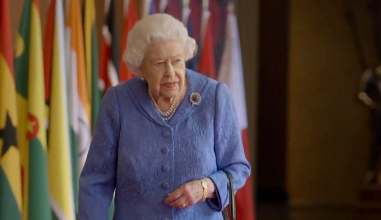 Isabel II rinde homenaje a los sanitarios con un discurso