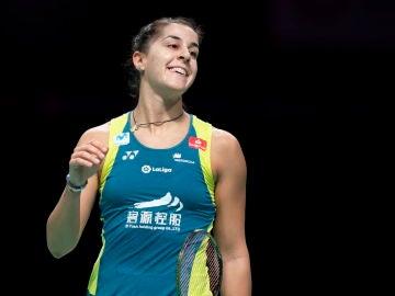 Carolina Marín celebra su triunfo en el Abierto de Suiza