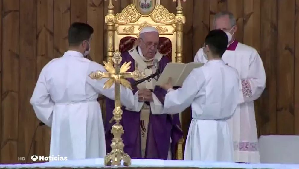 El papa Francisco oficia una misa en memoria de las víctimas de la guerra en su último día de su visita a Irak