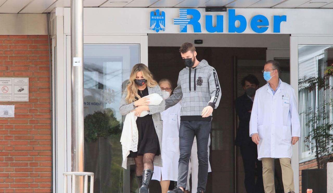 Edurne y David de Gea a la salida del Hospital
