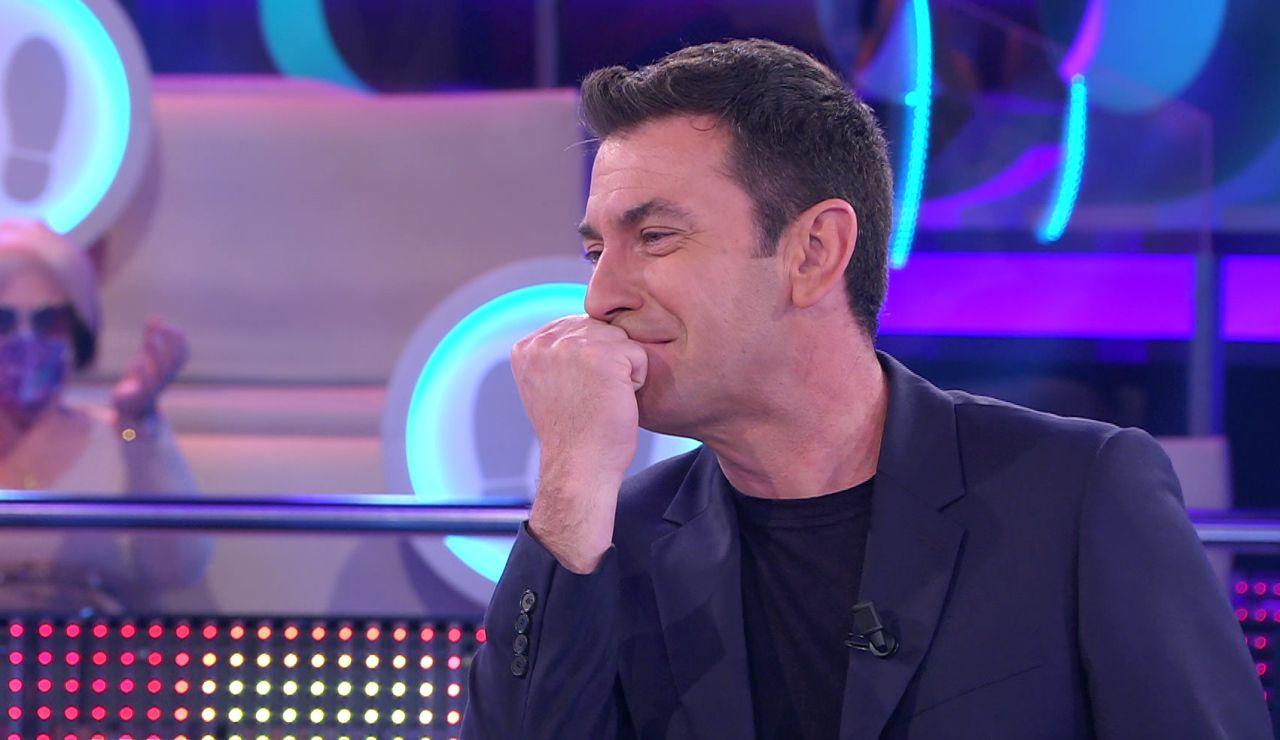 Arturo Valls, dispuesto a defender la muletilla de David Bisbal a cualquier coste en '¡Ahora caigo!'