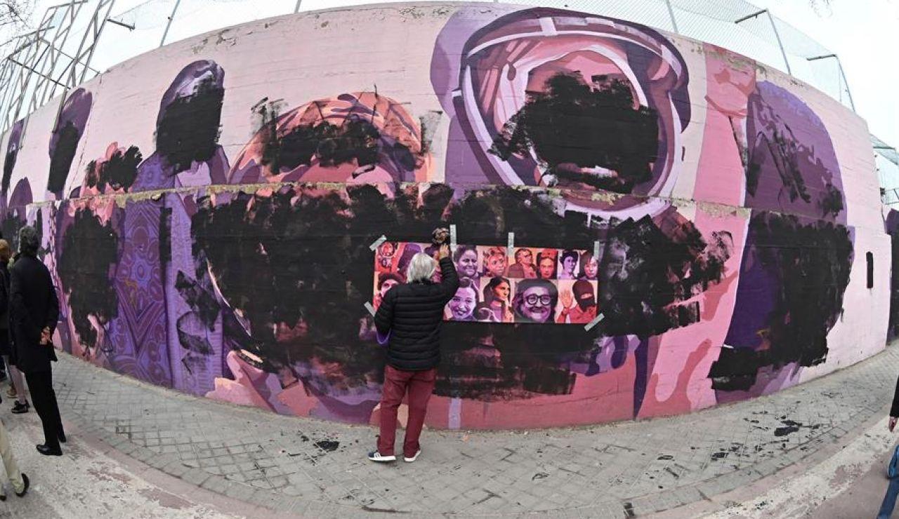Mural feminista de Ciudad Lineal, en Madrid, vandalizado.