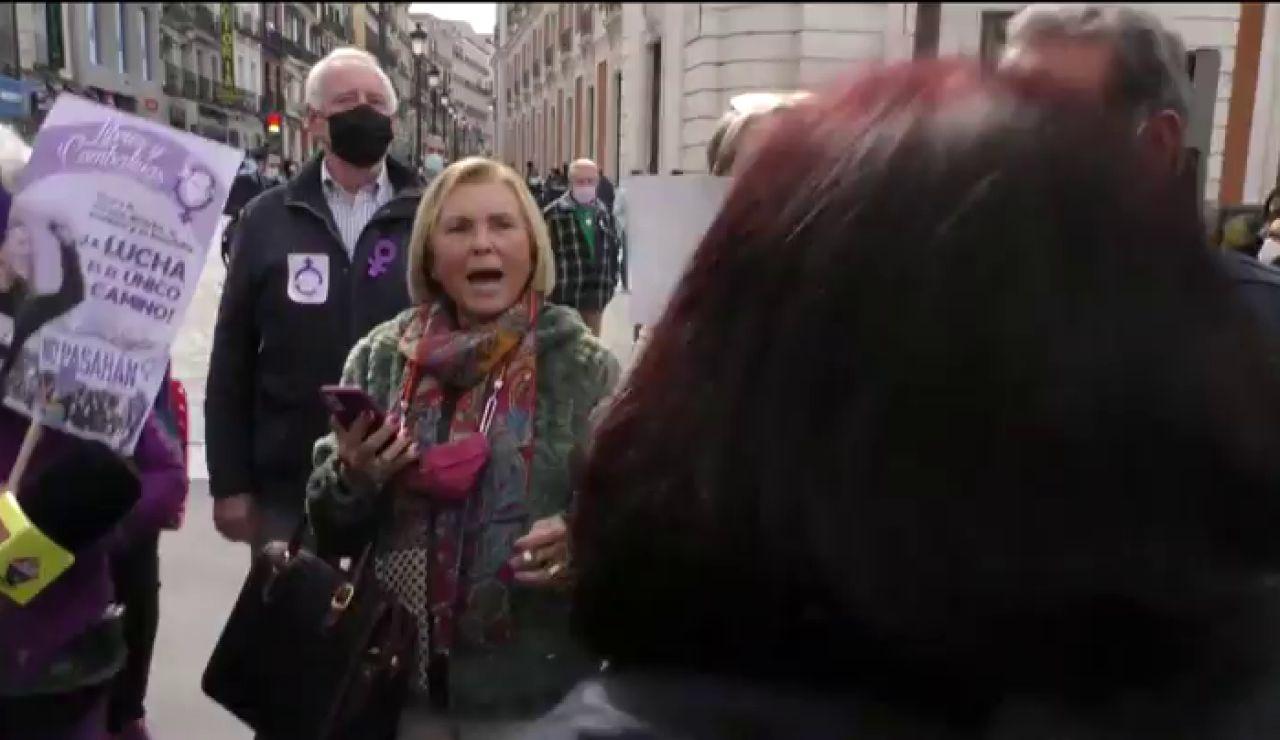Manifestación 8 marzo Madrid: Enfrentamientos en la Puerta del Sol con los grupos feministas