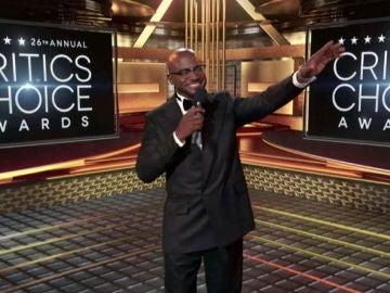 Taye Diggs presentando los Critics' Choice Awards 2021