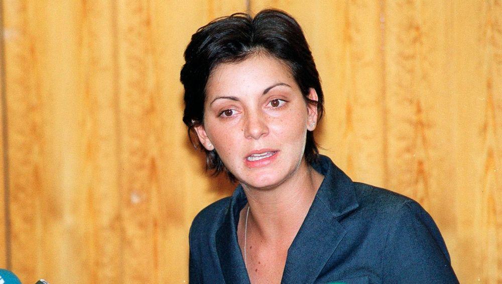 Nevenka Fernández, en una rueda de prensa en 2002.