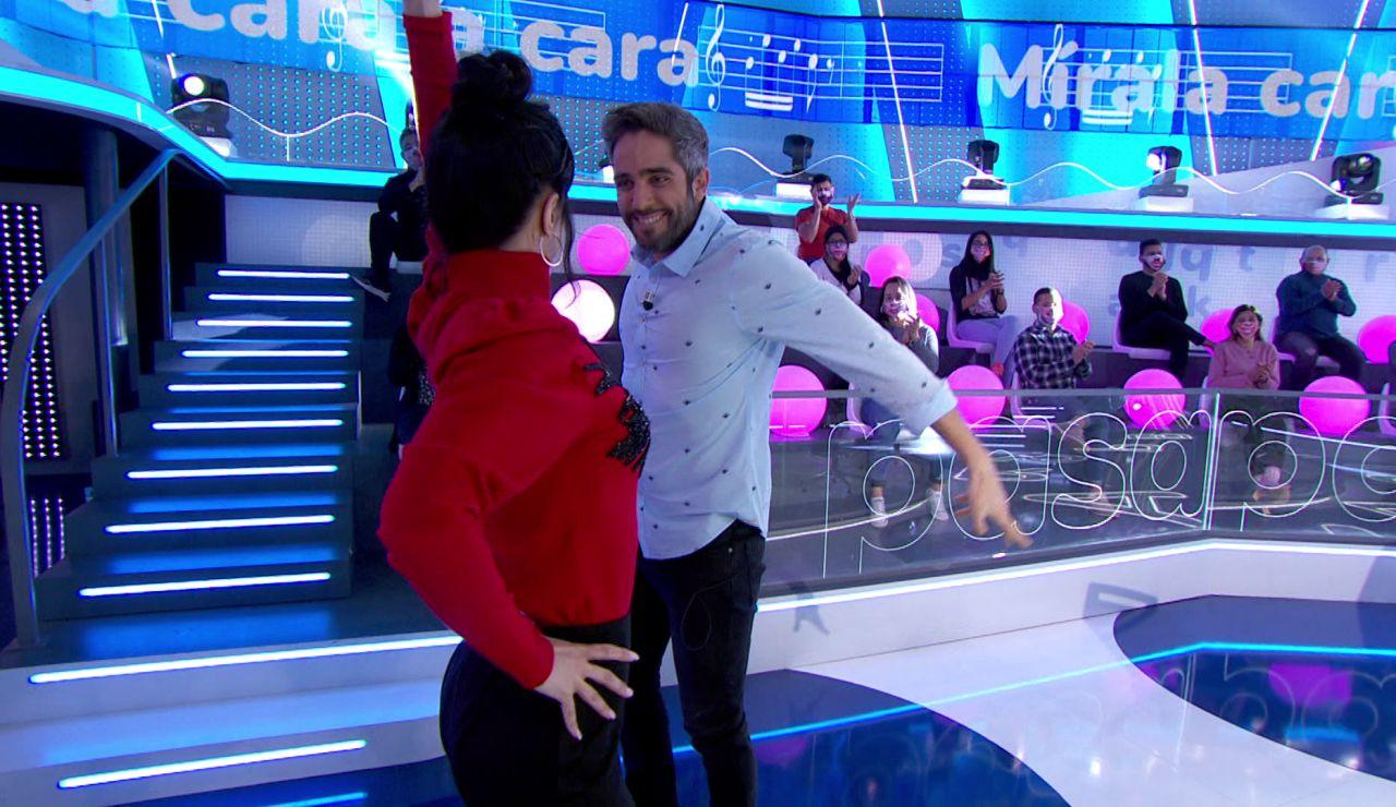 Roberto Leal y Sara se desatan bailando una sevillana en 'Pasapalabra'