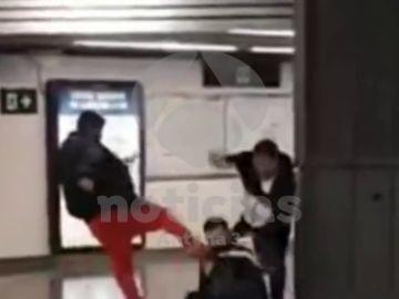 Brutal agresión de dos hombres a un vigilante de Renfe en la estación de Sagrera-Meridiana, Barcelona