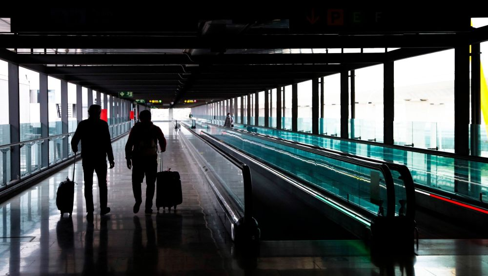 Viajeros en el aeropuerto de Barajas.