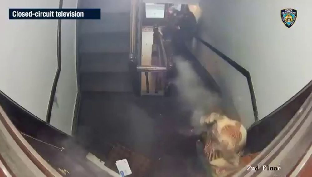 El impactante vídeo en el que un hombre dispara a varios policías en Nueva York