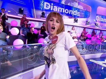 Laura Moure salta de la silla para bailar al ritmo de 'Diamonds' de Rihanna