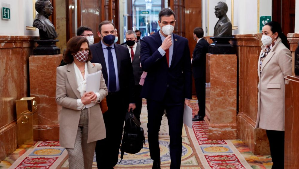 Pedro Sánchez, junto a Carmen Calvo y José Luis Ábalos en el Congreso.