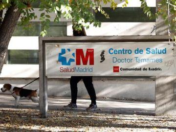 Imagen de archivo de la entrada a un centro de salud madrileño