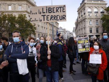 La alumna que acusó de islamofobia a Samuel Paty, el profesor decapitado en Francia, confiesa ahora que mintió