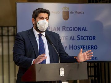 El todavía presidente de Murcia, López Miras