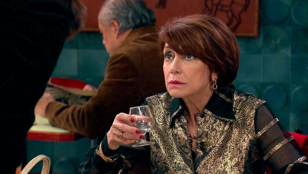 Cristina sorprende a su madre divirtiéndose, ¡a chupitos de orujo!