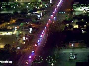 Centenares de coches de policía escoltan a un compañero muerto en las carreteras de Florida