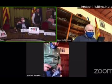 Un concejal de Mallorca enseña los calzoncillos durante el receso de una reunión por Zoom sin saber que la cámara seguía encendida