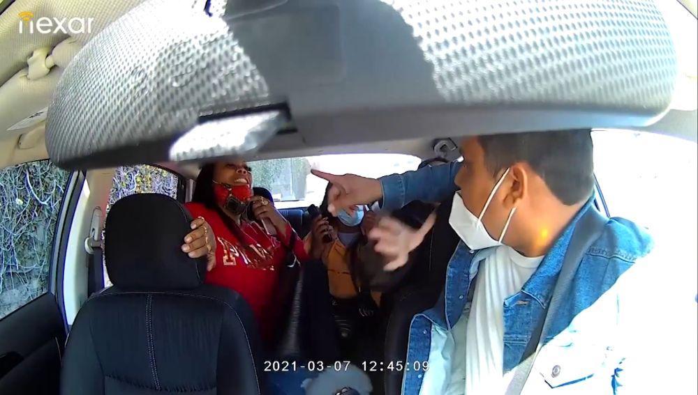 Varias mujeres agreden y tosen sobre conductor de Uber que les pedía usar mascarilla