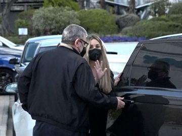 Edurne, junto a su padre en la revisión de su hija