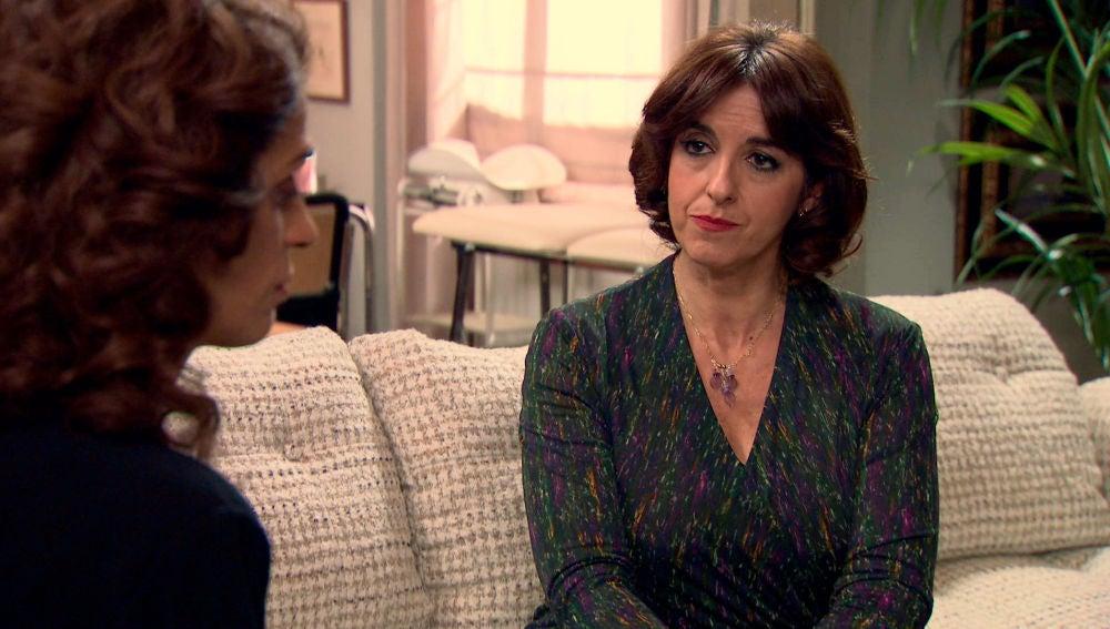 Socorro trata de disuadir a María al descubrir que ha caído en la trampa de Beltrán