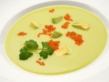 """La receta de """"ingredientes sencillos"""" de Karlos Arguiñano: sopa de aguacate"""