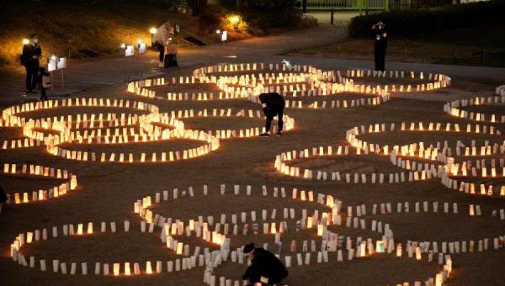 Imagen de un acto homenaje por el aniversario del accidente nuclear de Fukushima