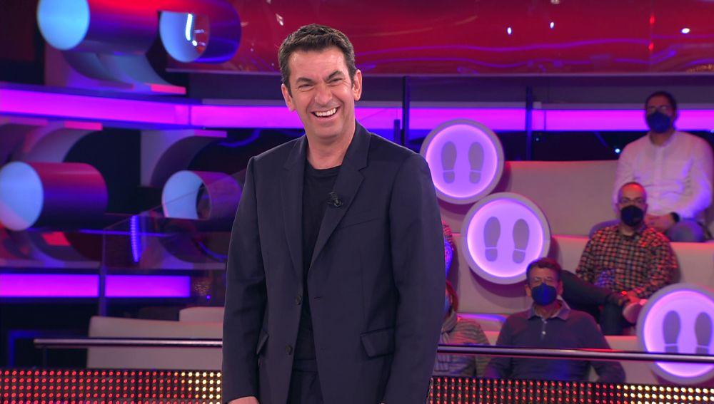 La 'rajada' de Arturo Valls con el apellido de un concursante de '¡Ahora caigo!'