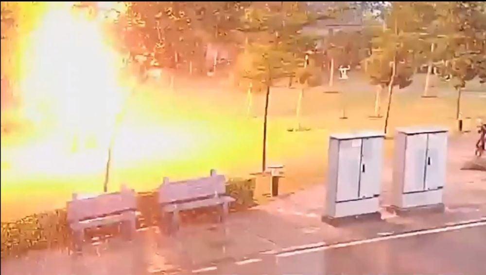 Las duras imágenes de cómo un rayo cae sobre 4 personas, que caen totalmente fulminadas