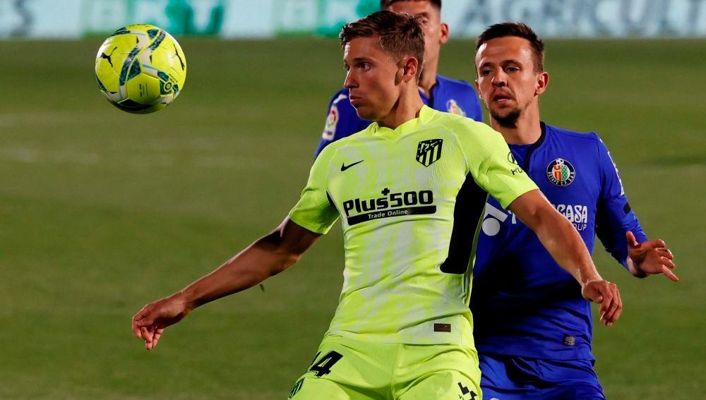 Marcos Llorente controla un balón en el partido contra el Getafe