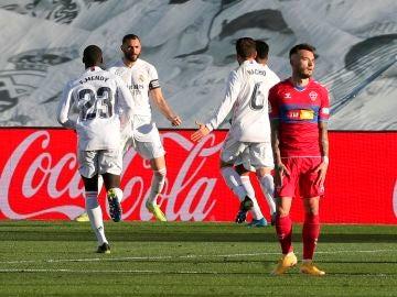 Benzema celebra el segundo gol del Real Madrid