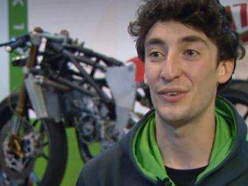 Carlos Alegre consigue una beca y un trabajo en un concesionario de motos