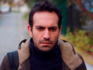 Demir, en pleno tormento: ¿será el verdadero padre biológico de Öykü?
