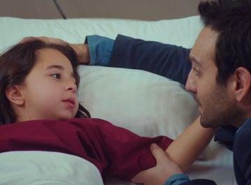 Demir y Candan, terriblemente preocupados tras el paro cardiaco que ha sufrido Öykü
